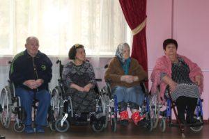 Астраханским инвалидам предложат костыли и коляски напрокат