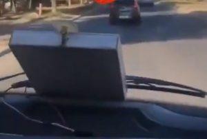 На видео напуганные пассажиры умоляют водителя астраханской маршрутки остановиться