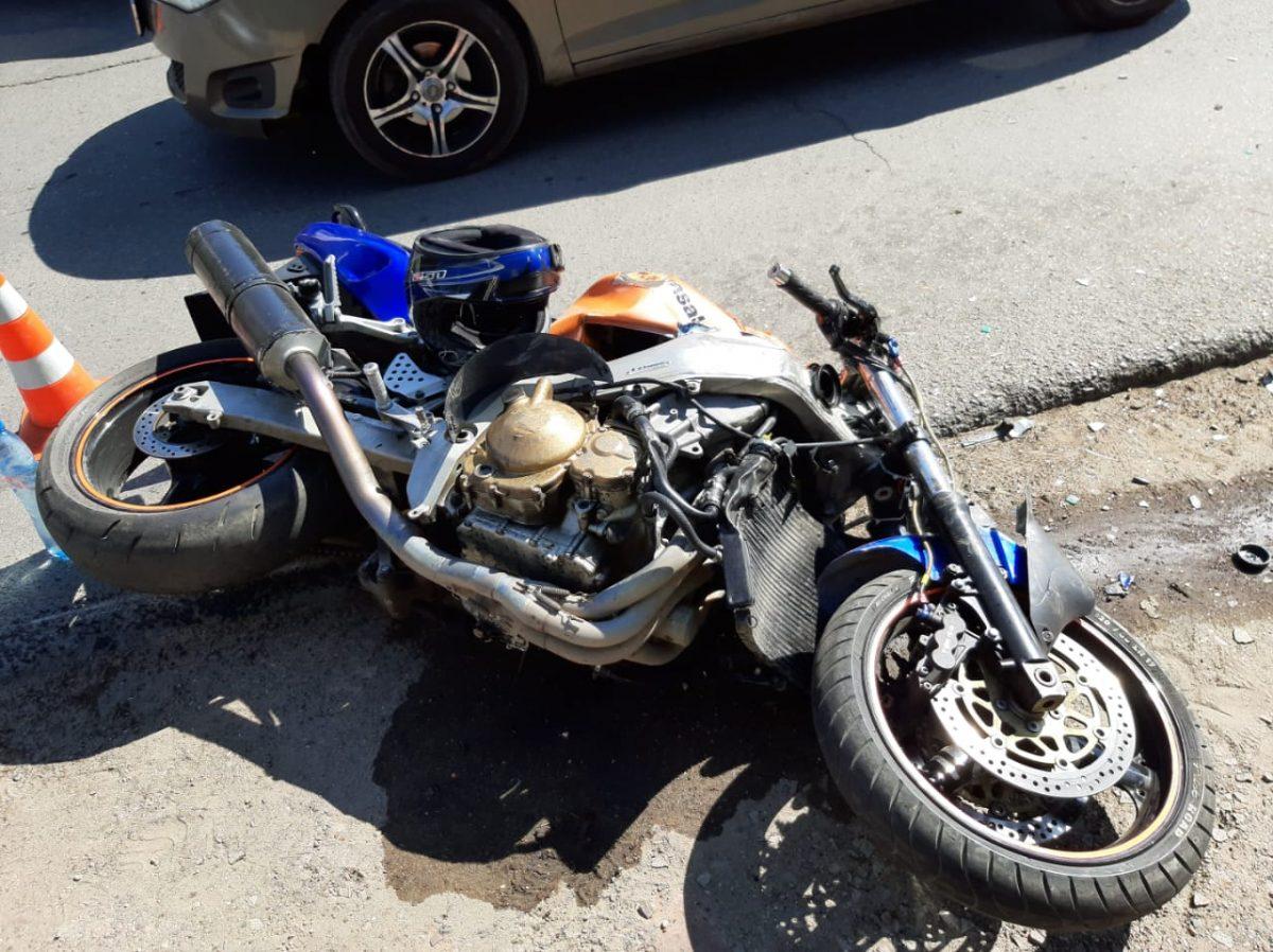 На улице Ахшарумова сбили мотоциклиста