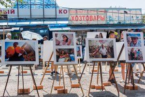 На рынке «Большие Исады» устроили фотовыставку о его обитателях