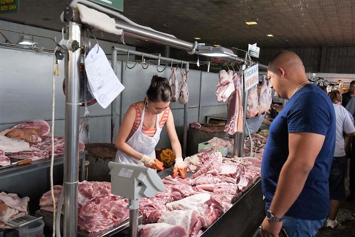 Россияне стали есть меньше мясных продуктов