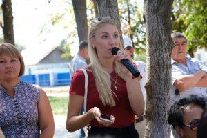 Жители Енотаевского района рассказали о разбитых дорогах, отсутствии воды и газа