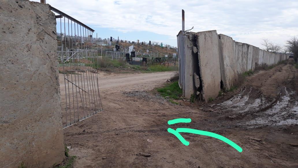 Астраханец просит навести порядок на кладбищах