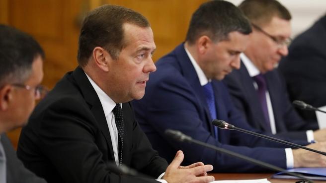 Дмитрий Медведев о Волге: Нам нужны здесь чистые берега, новые причалы и теплоходы