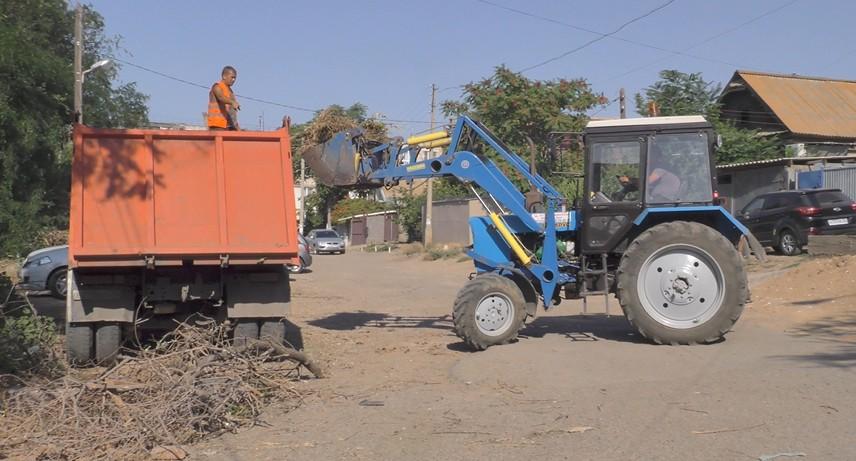 Астрахань продолжают расчищать от незаконных свалок мусора