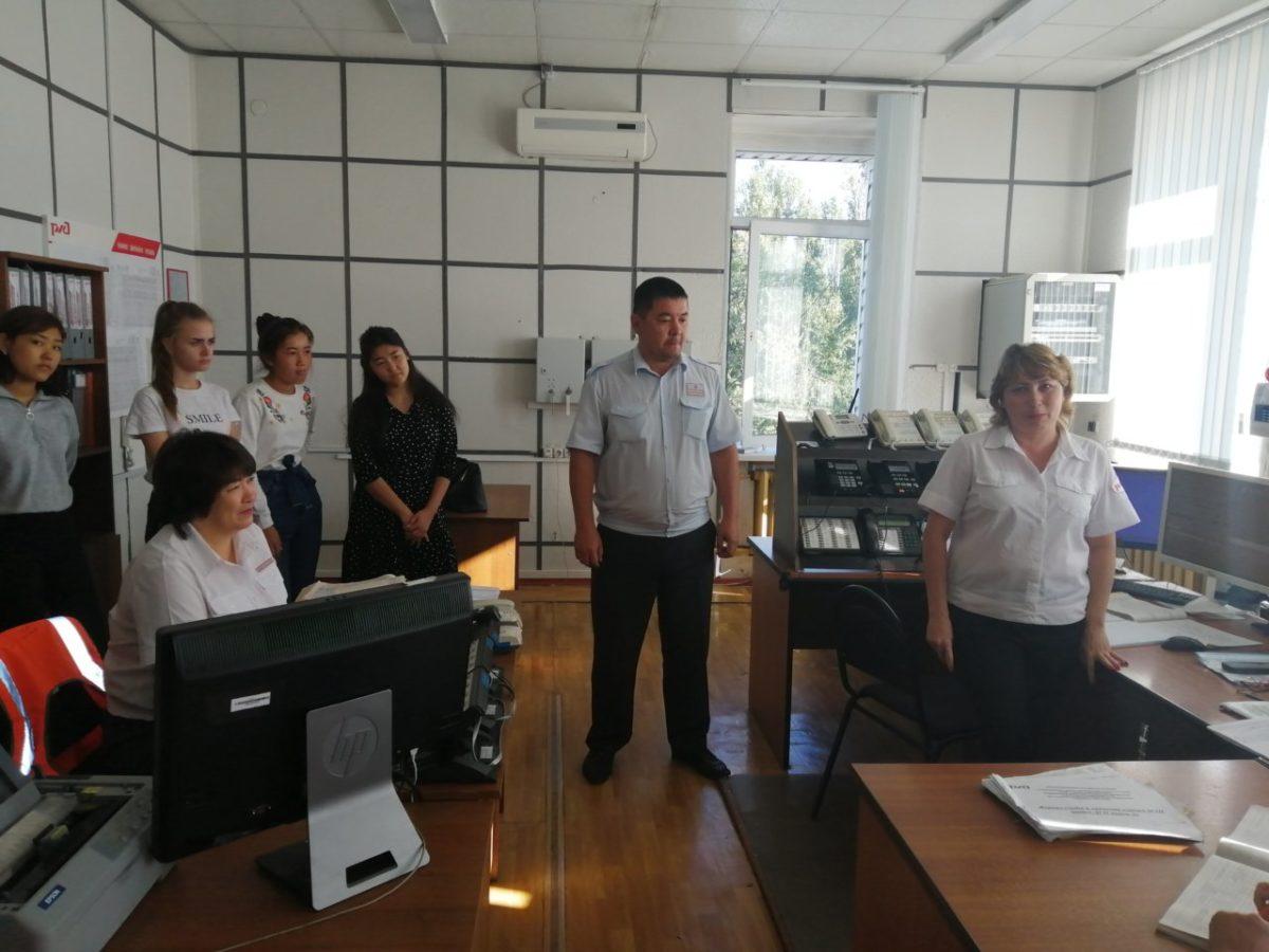 Железнодорожники провели экскурсии для школьников на станциях Астраханского региона ПривЖД