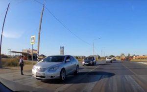 Астраханского школьника дважды чуть не сбили на пешеходном переходе
