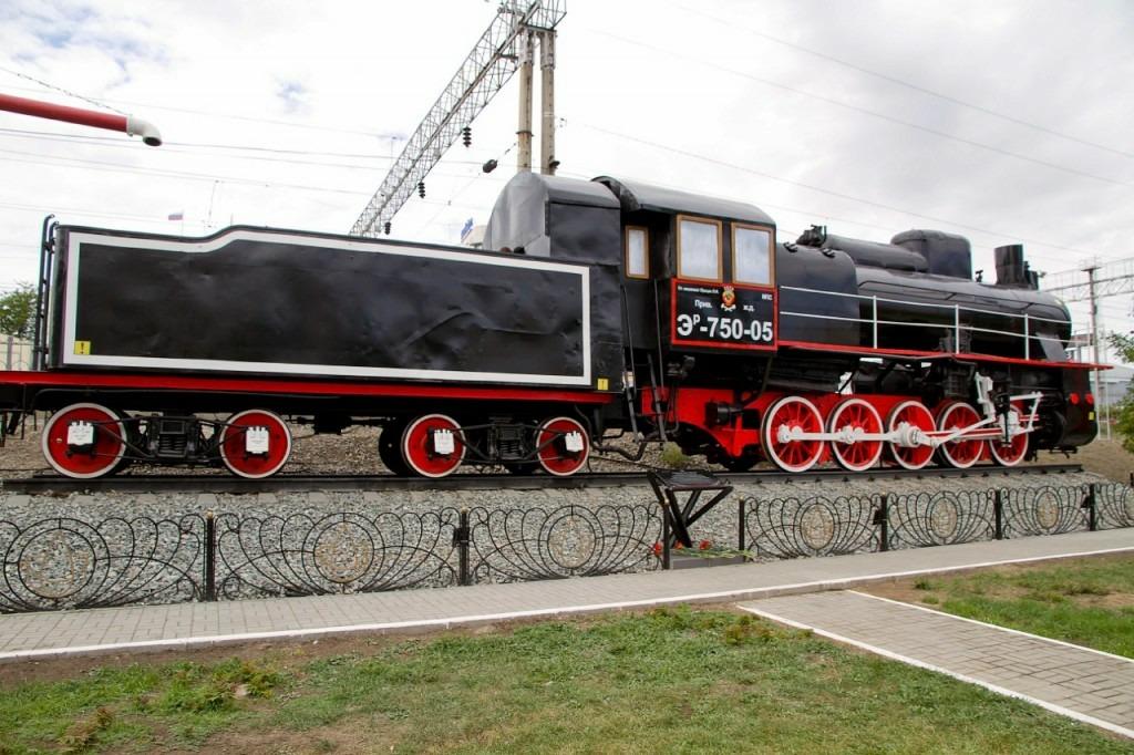 Сквер железнодорожников в Астрахани украсил паровоз-памятник