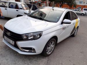 Благодаря видеокамере в Астрахани поймали сбившего девочку таксиста