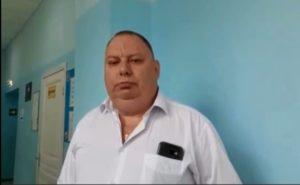 В Астрахани главврач больницы вывернул руку сотруднице и разбил ее телефон