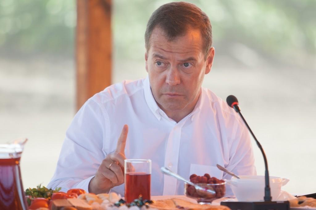 Медведев потребовал от чиновников быстрого освоения бюджетных средств