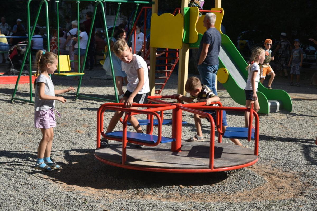 В Астрахани появятся свыше 20 новых детских площадок