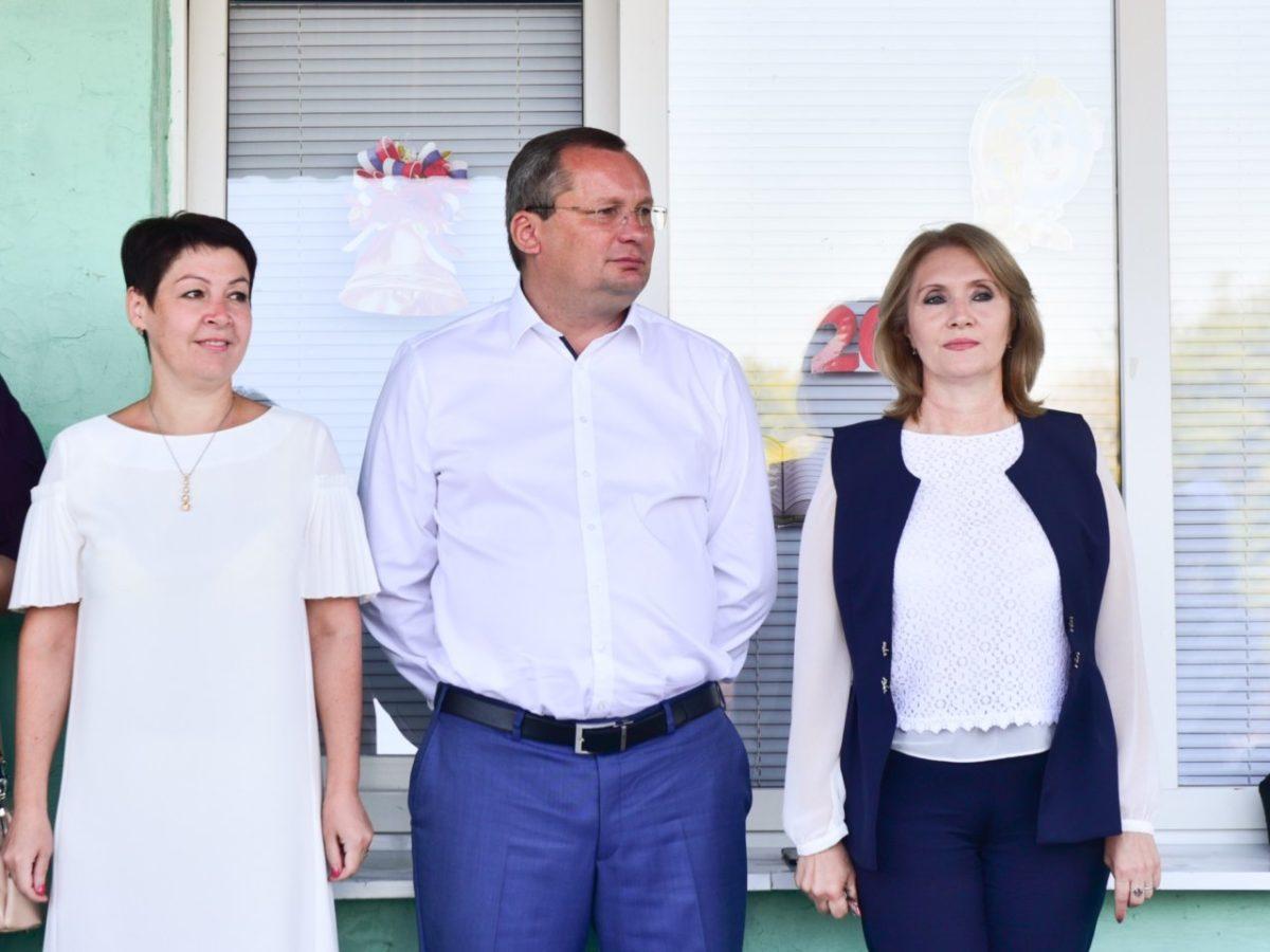 Игорь Мартынов поздравил камызякских первоклассников с Днем знаний