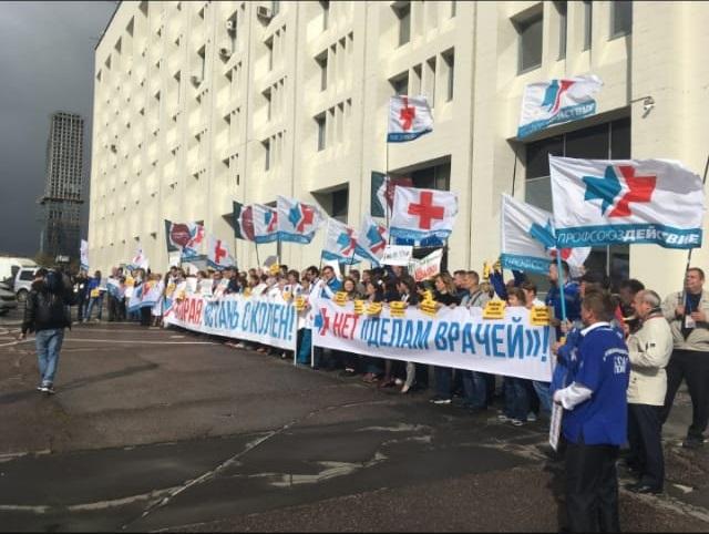 В Москве 150 врачей вышли поддержать астраханского психиатра