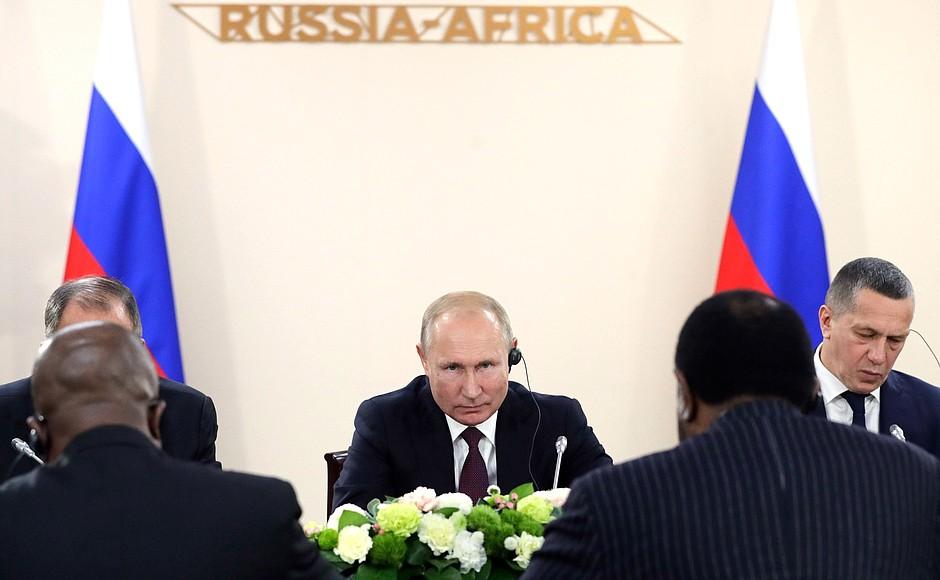 Путин списал долги по кредитам пенсионерам