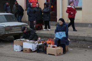 Половина россиян не может купить ничего кроме еды и одежды