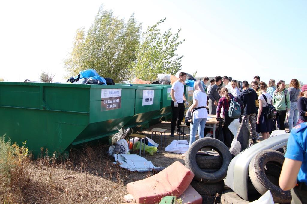 Сортировка мусора и эковикторины: в Астрахани прошли «Чистые игры»