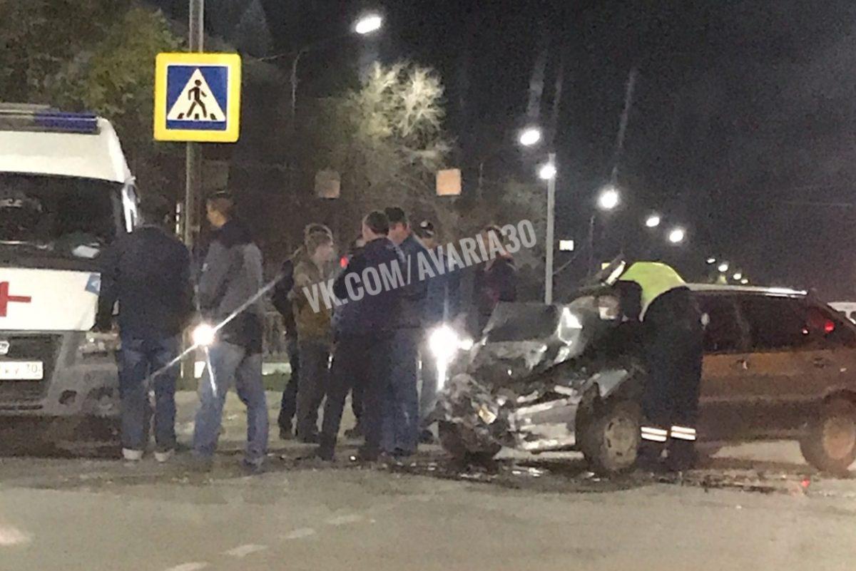 В Астрахани пьяный водитель врезался в скорую, которая везла пациента