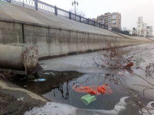 Астраханские предприятия сбрасывают в Волгу 39 млн кубометров нечистот