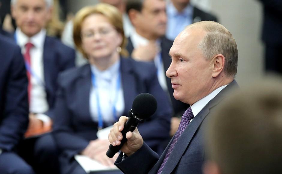 Владимир Путин призвал руководителей «не плакаться»
