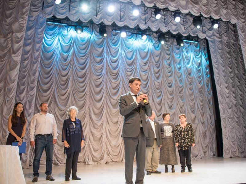 Ринат Аюпов организовал праздничный концерт ко Дню пожилого человека