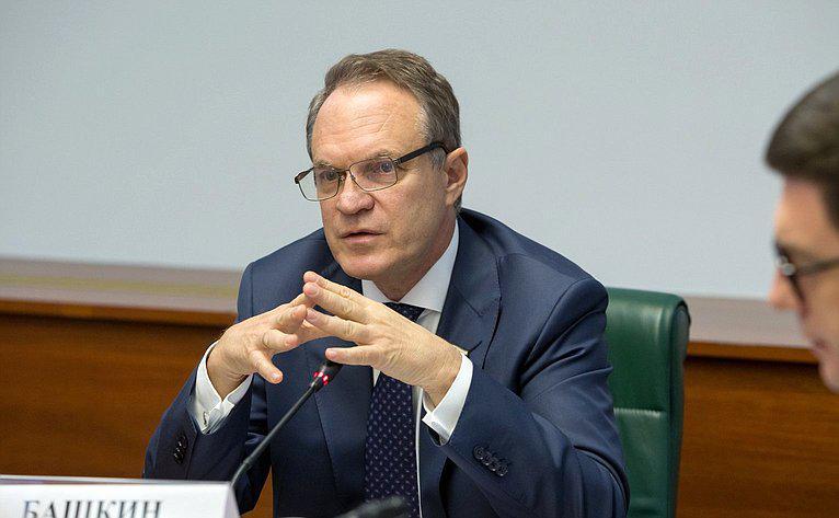 Сенатор Башкин намерен противостоять популяризации криминальной субкультуры