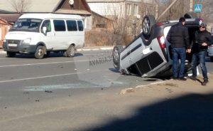 В Трусовском районе автоледи опрокинула «Ладу»