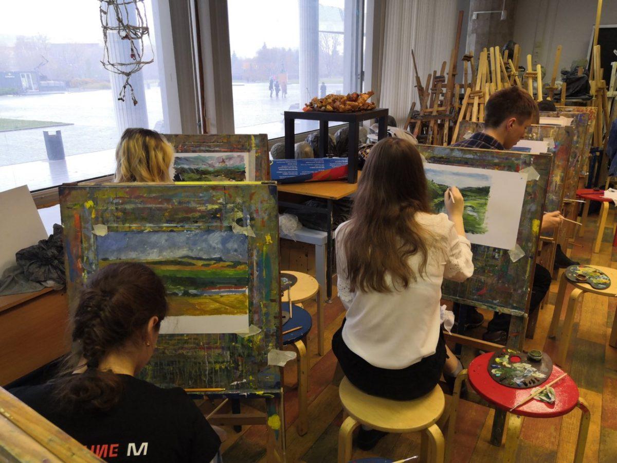 МТС и Третьяковская галерея представили работы юных пейзажистов со всей России