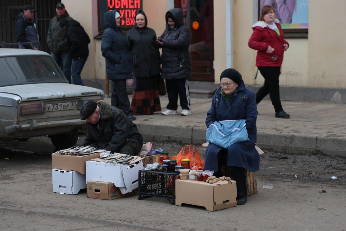 Живущих за чертой бедности россиян стало меньше
