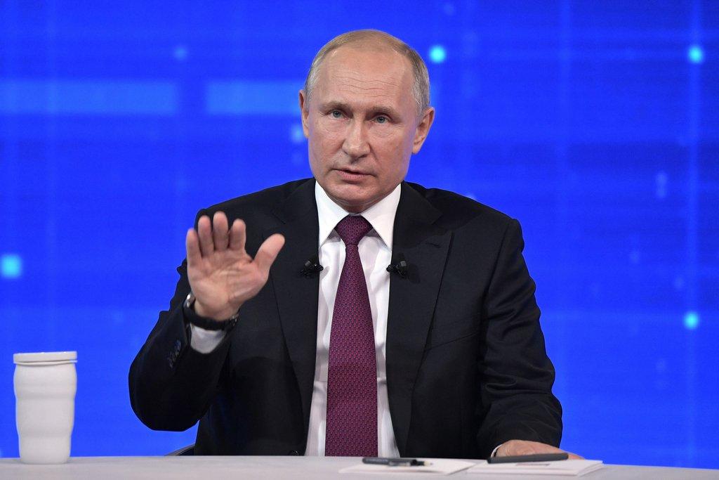 Путин призвал россиян смотреть в успешное будущее