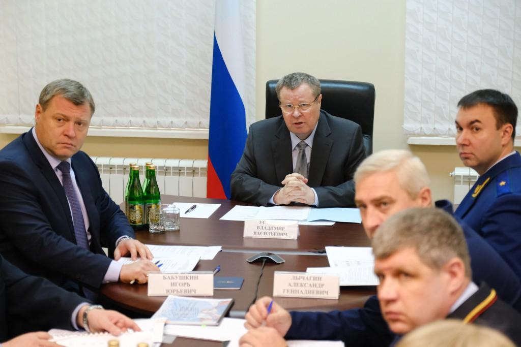 Полпред Президента Владимир Устинов провёл в Астрахани совещание по обеспечению усиления мер пожарной безопасности