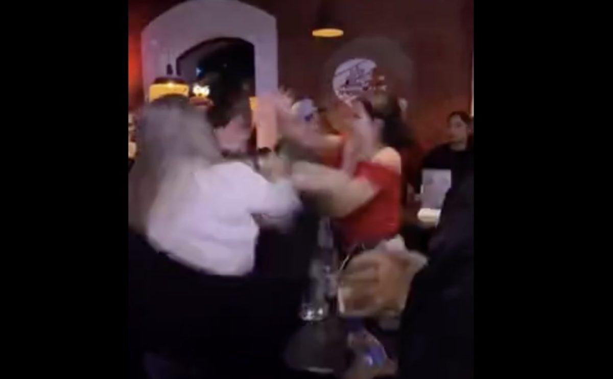 На Хэллоуин астраханки подрались в баре «Белка»