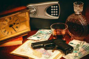 Астраханский бизнесмен запугал подчиненных и получил с них почти 1 млн рублей