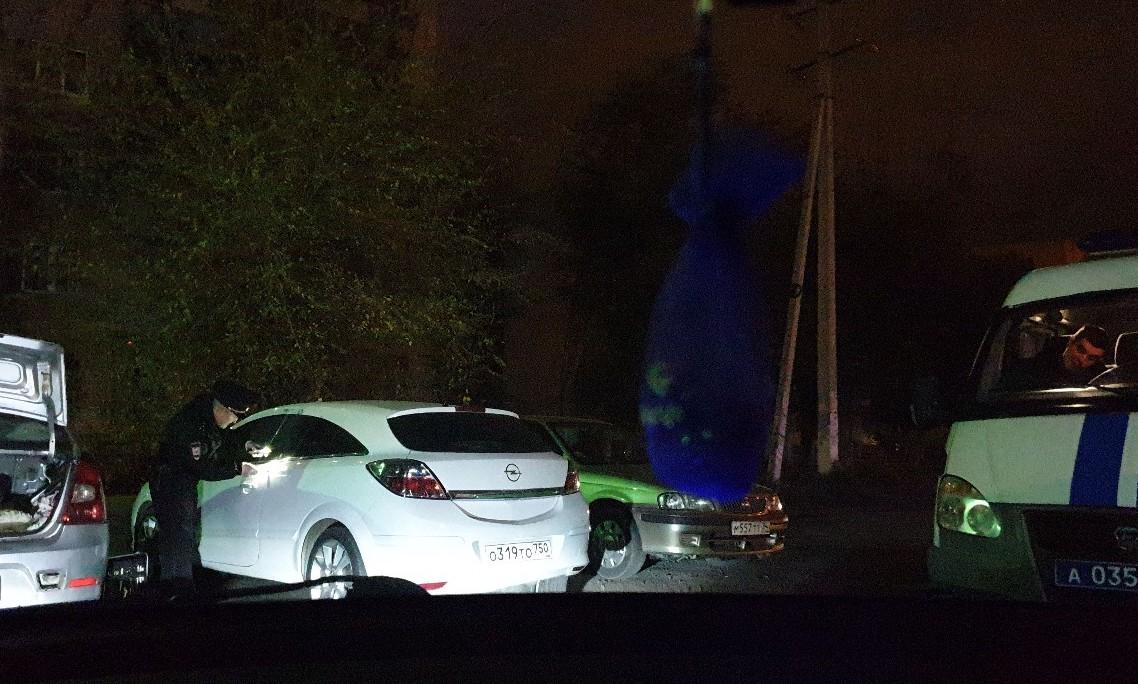 На улице Куликова разбили и обокрали около десятка авто