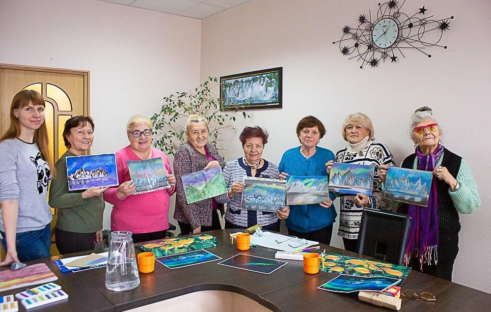 Астраханские пенсионеры «путешествуют» с помощью рисунков