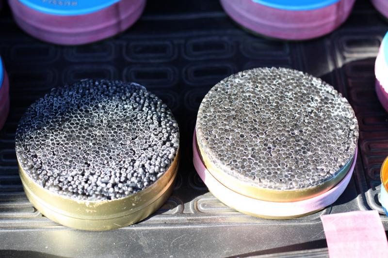 В машине у астраханца нашли сорок банок черной икры