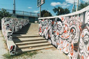 Во время ремонта набережной в Астрахани закрасили арт-объект