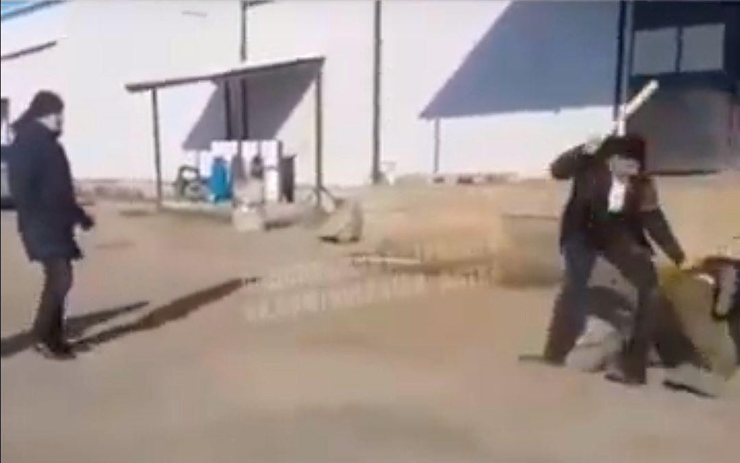 Двое астраханцев избили водителя палками из-за конфликта на дороге