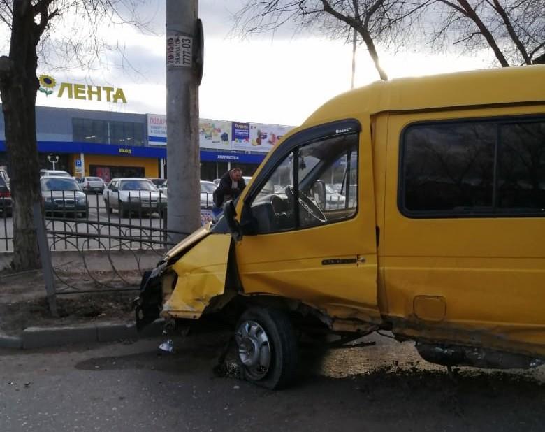 В Астрахани BMW протаранил пассажирскую «Газель»