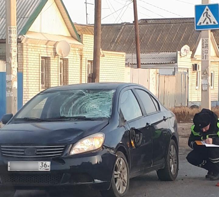 В Трусовском районе на переходе сбили 17-летнюю девушку