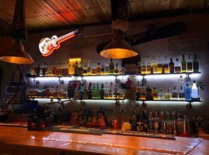 Астраханский бар послал недовольных «сосать в кальянных»
