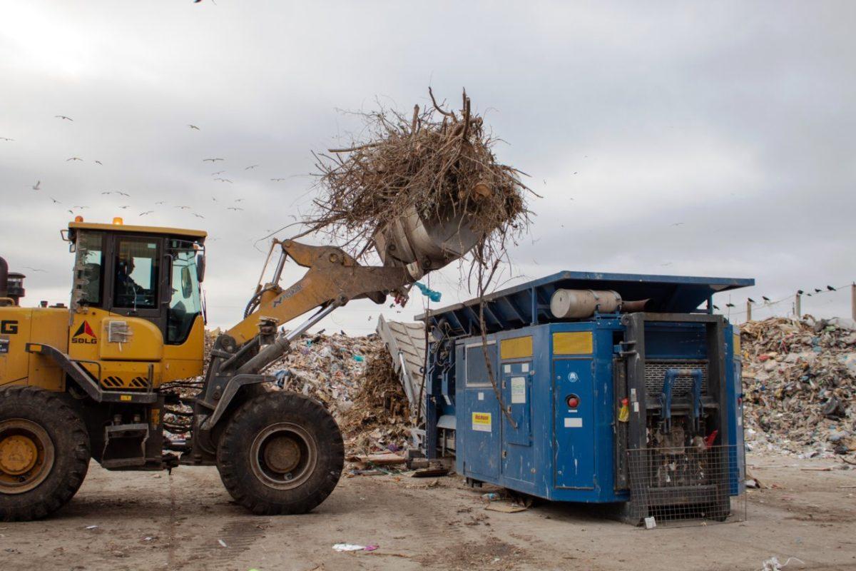 Студенты Астраханского губернского техникума изучили процесс сортировки и обработки отходов