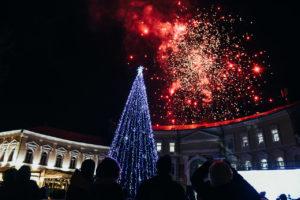 Уже через неделю в Астрахани откроют главную новогоднюю елку