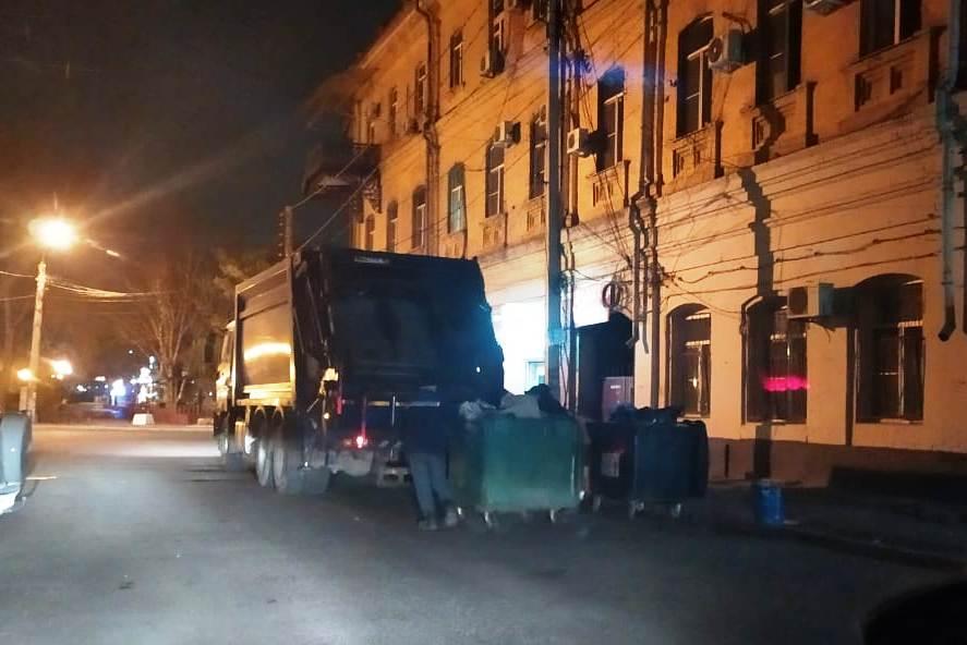 В первый день Нового года «ЭкоЦентр» вывел на улицы более 70 единиц спецтехники