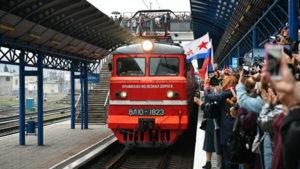 В крымском поезде астраханца порезали ножом