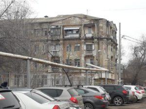 В Астрахани медленно погибает историческое здание