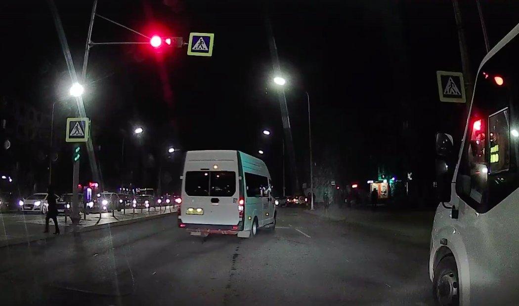 Астраханские маршрутки продолжают ездить на красный