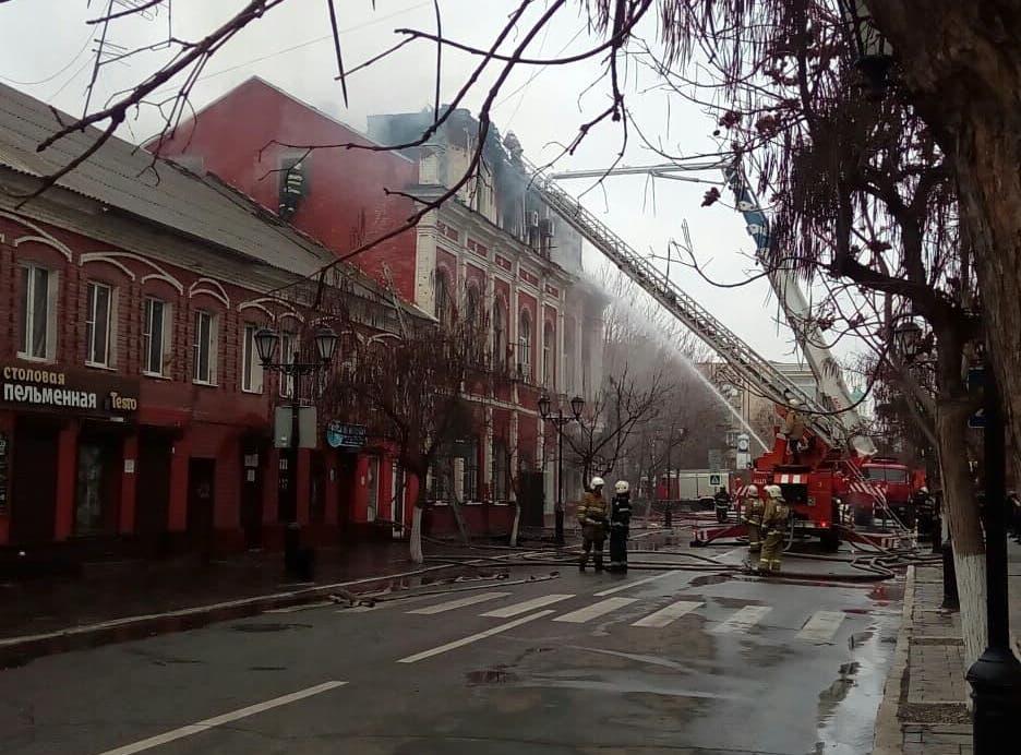 Сгорел один из самых красивых домов центра Астрахани