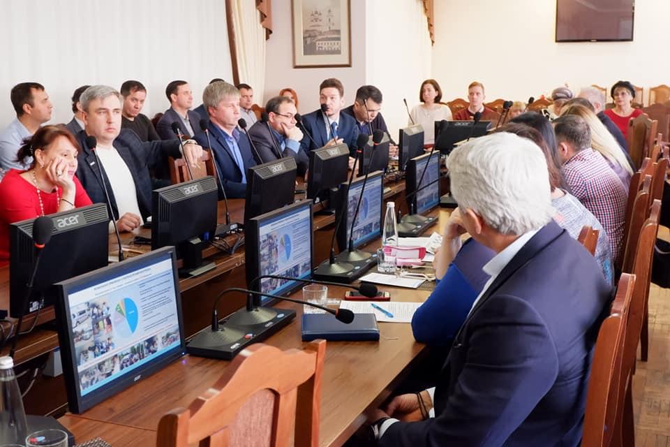 Астраханские общественники и чиновники пытались услышать друг друга
