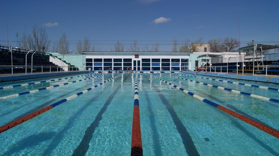 В Астрахани закрыли единственный круглогодичный бассейн на свежем воздухе
